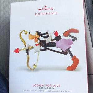 Hallmark Disney lookin for Love Goofy ornament new